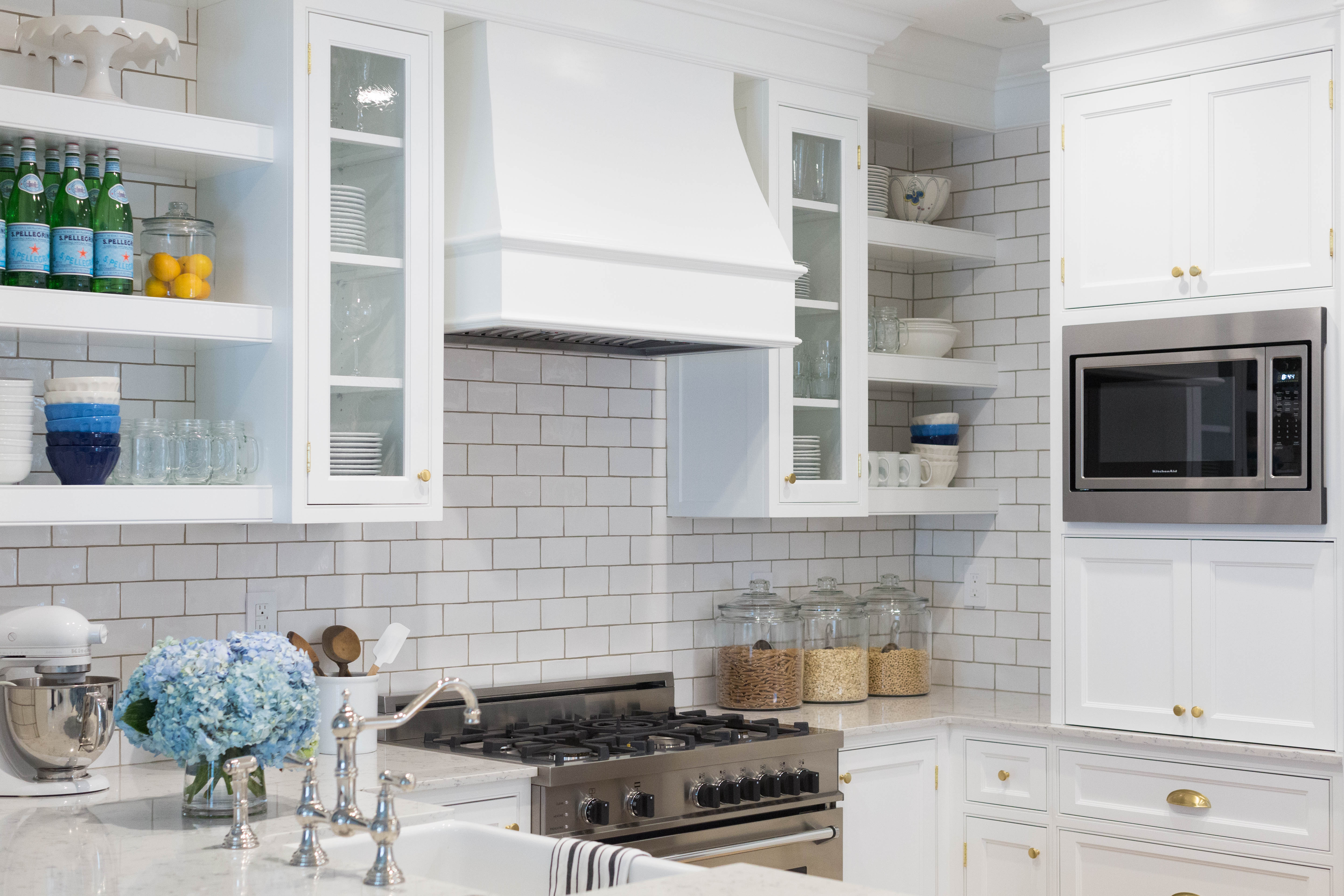 White Kitchen Open Shelving | Sapphire Diaries