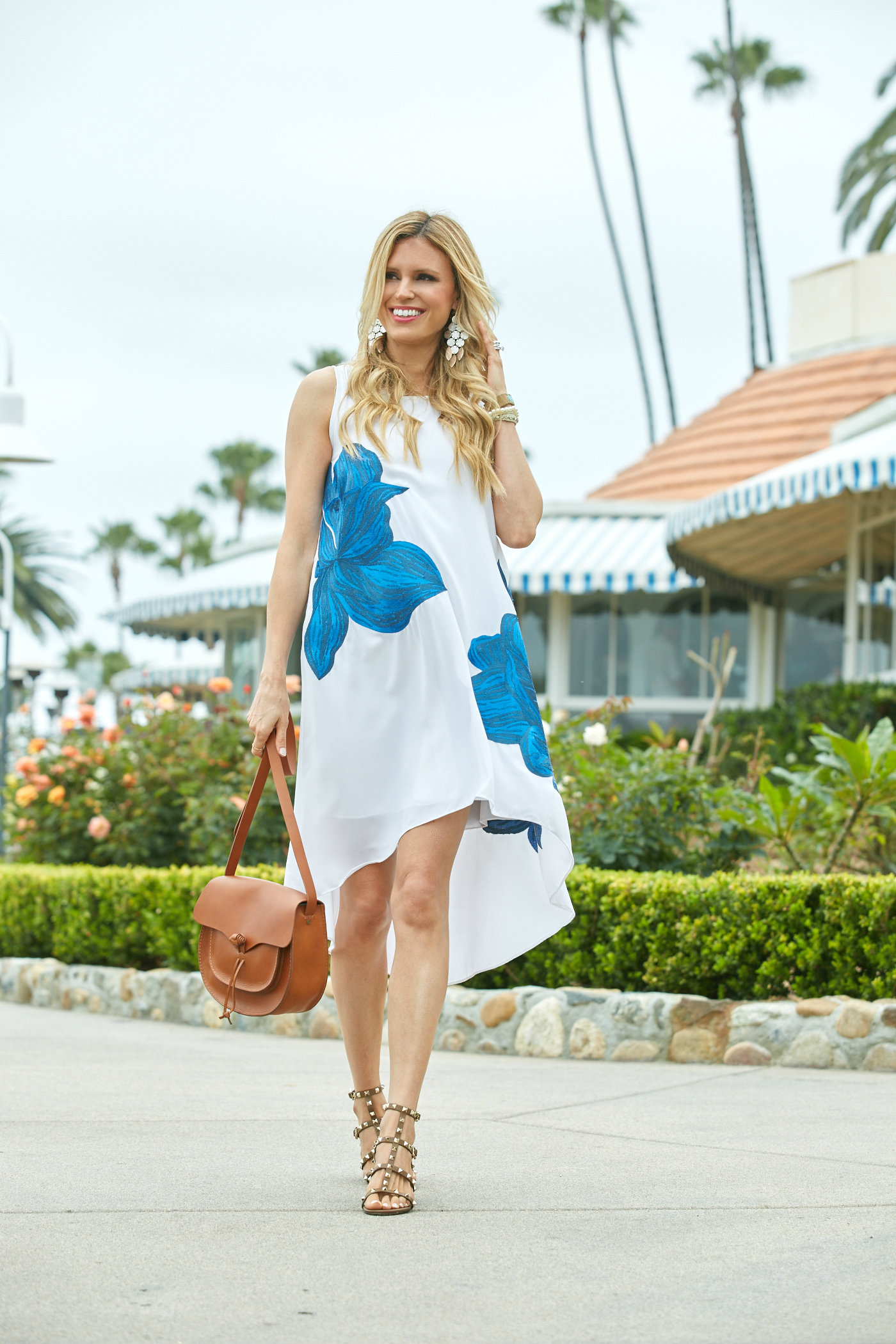 White dress blue flowers 6 izmirmasajfo